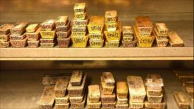Precio de oro bate récord a $1930 la onza en medio de COVID-19