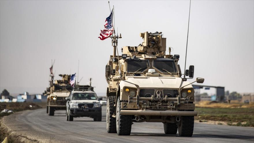 Un convoy de vehículos militares estadounidenses cerca de la base de Tal Tamr en el norte de Siria, 20 de octubre de 2019 (Foto: AFP)