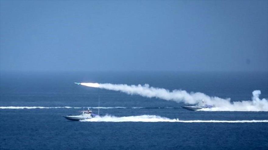 Ejercicios militares del CGRI, denominados Payambar-e Azam (El Gran Profeta) 14, en el Golfo Pérsico, 28 de julio de 2020. (Foto: Tasnim)