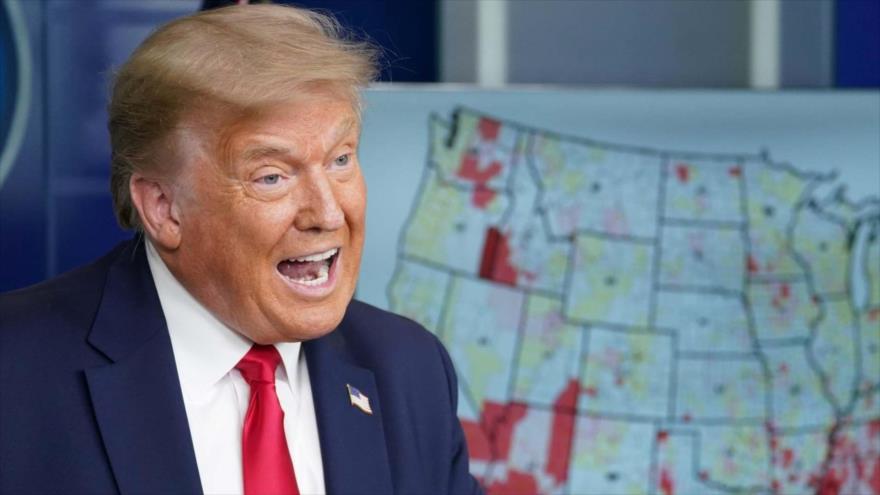 El presidente de EE.UU., Donald Trump, furioso ante un mapa de su país afectado por la pandemia del coronavirus.