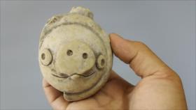 Foto: Milenaria pieza de arcilla, parecida a cerdito de Angry Birds