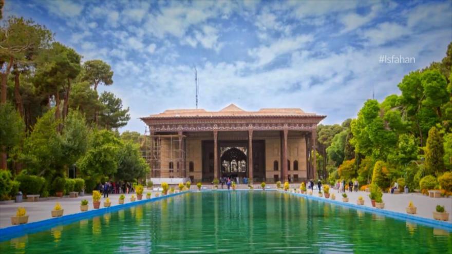 Ciberpaseo: Isfahán; La mitad del mundo