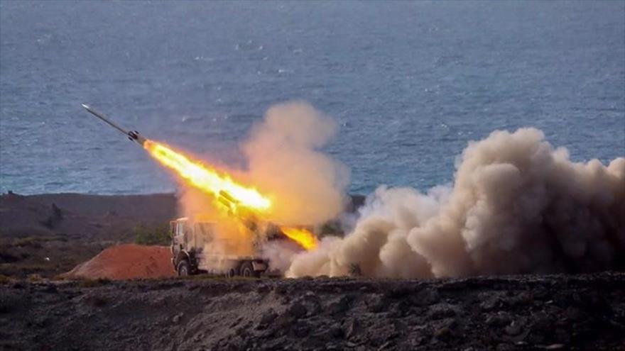 El lanzamiento de un misil por parte del CGRI de Irán durante ejercicios militares Payambar Azam (El Gran Profeta) 14, 29 de julio de 2020. (Foto: Tasnim)