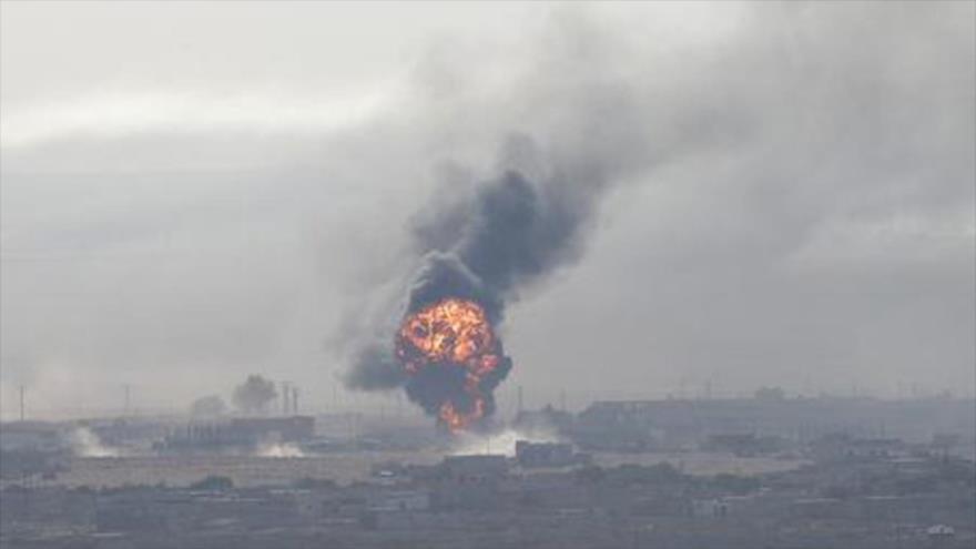 Una explosión sacude la ciudad siria de Ras al-Ain, ubicada en la provincia nororiental de Al-Hasaka, 12 de octubre de 2019. (Foto: Reuters)