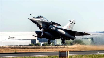 La India muestra músculos a China al recibir cazas galos de Rafale