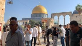 Colonos israelíes irrumpen en la Explanada de Mezquitas en Al-Quds