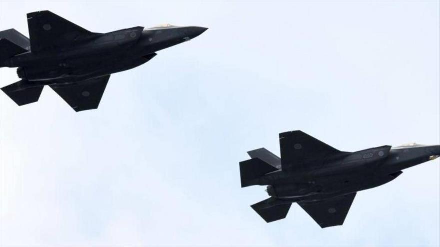 Cazas F-35 de la Fuerza de Autodefensa Aérea de Japón durante en una revisión militar en el campo de entrenamiento Asaka, 14 de octubre de 2018.