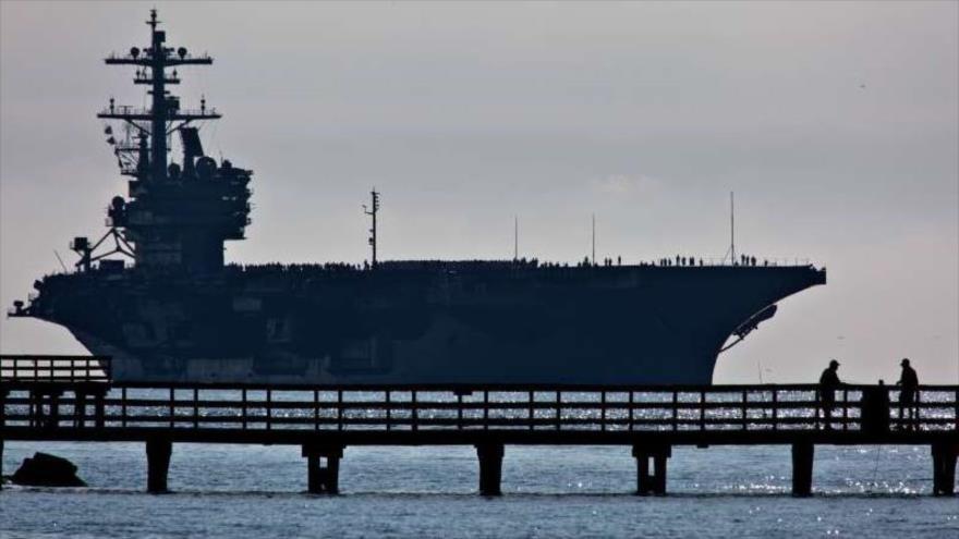 El portaaviones USS George H.W. Bush en la Estación Naval de Norfolk, Virginia.
