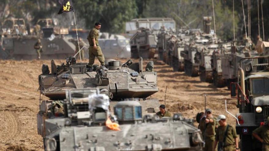 Tanques y unidades de artillería del ejército del régimen de Israel, durante una maniobra militar.