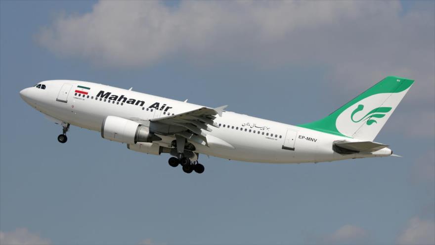 Un Airbus A310 de la aerolínea persa Mahan Air, en pleno vuelo.