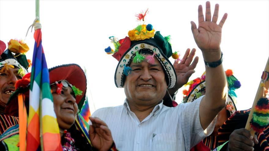 El expresidente de Bolivia Evo Morales entre sus partidarios durante un mitin celebrado en Mendoza, Argentina, 7 de marzo de 2020. (Foto: AFP)