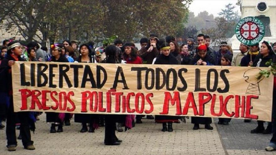 Marchan en solidaridad con presos políticos mapuche en Chile.