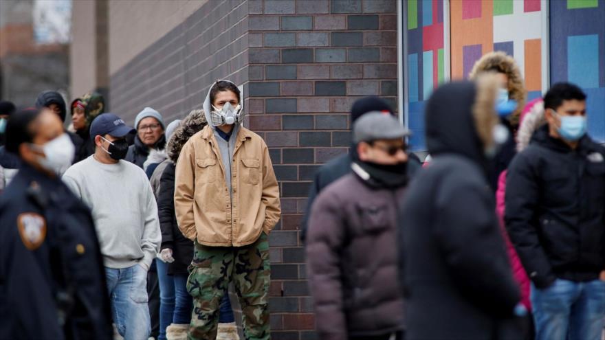 La gente espera en fila para pedir subsidios por desempleo, Las Vegas, EE.UU.