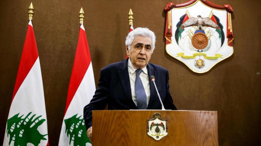 El dimitido canciller libanés Nasif Hiti habla en una rueda de prensa en Beirut, la capital, 2 de julio de 2020.