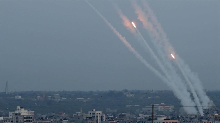 Cohetes lanzados por las fuerzas palestinas desde la Franja de Gaza contra los territorios ocupados en respuesta a las agresiones israelíes.