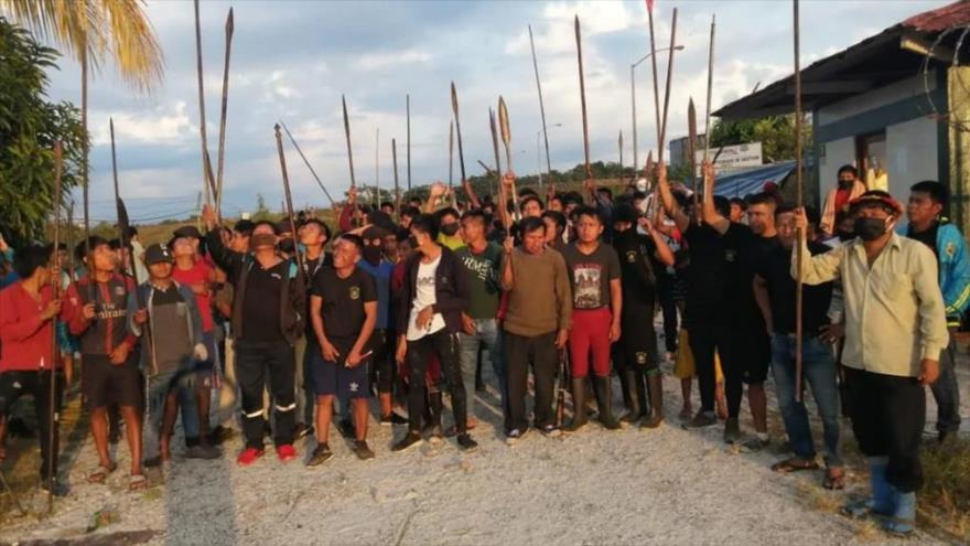 Indígenas de Perú toman estación petrolera por la COVID-19