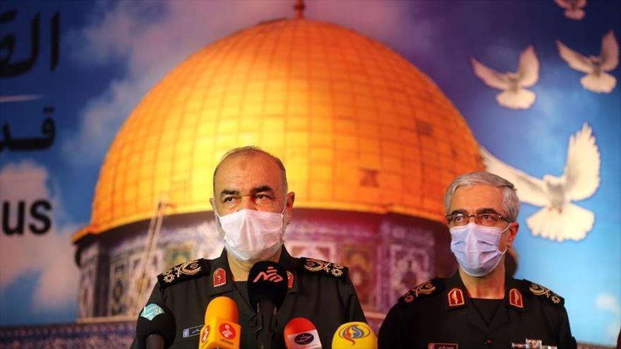 El general de división Hosein Salami, comandante en jefe del Cuerpo de Guardianes de la Revolución Islámica de Irán (izq.), en un evento en Teherán, 4 de agosto de 2020.