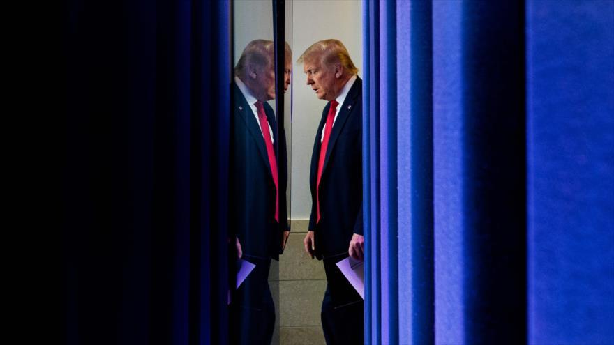 El presidente de EE.UU., Donald Trump, se prepara para hablar con la prensa en una sala de la Casa Blanca, 2 de julio de 2020. (Foto: AFP)