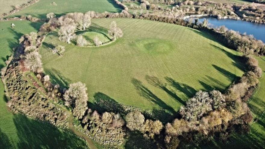 El sitio prehistórico de Navan Fort, ubicado en Irlanda del Norte.