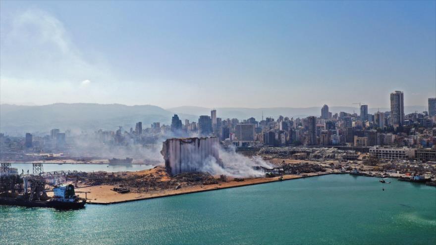 Una vista aérea muestra el daño masivo de los silos de grano de Beirut y sus alrededores tras la potente explosión, 5 de agosto de 2020. (Foto: AFP)