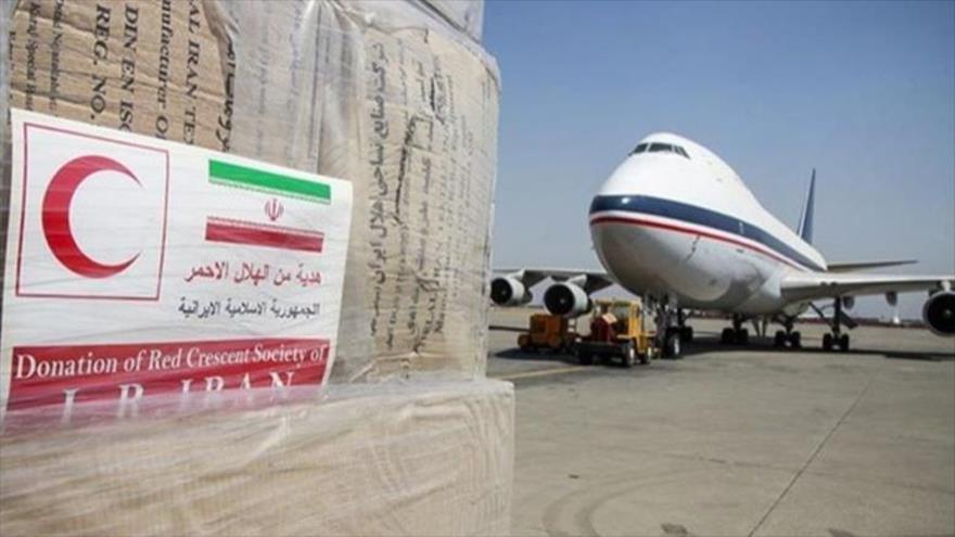 Un avión cargado con ayuda humanitaria llega a Beirut, capital libanesa.