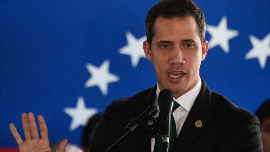 El líder de la oposición venezolana, Juan Guaidó, durante una conferencia de prensa en Caracas, la capital, 9 de marzo de 2020. (Foto: AFP)