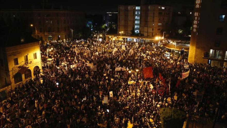 Manifestantes israelíes a Netanyahu: Tu tiempo se ha acabado