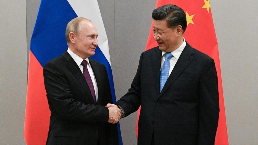 Informe: Rusia y China se unen para deshacerse del dólar de EEUU | HISPANTV
