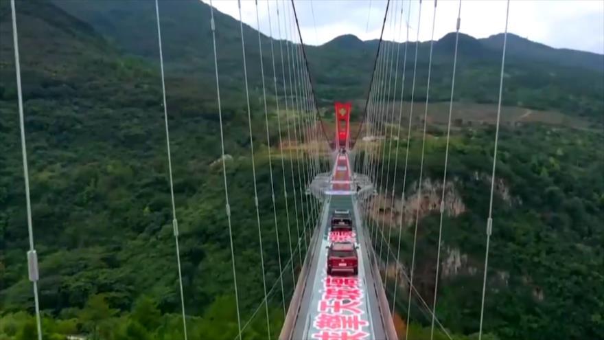 """El Toque: 1- Burbuja para protección de COVID-19 2- Puente de cristal más largo en China 3- Una """"silla flotante"""" que desafía la gravedad"""