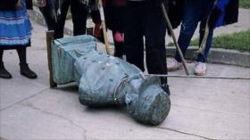 Chilenos derriban y tiran al río estatua de genocida mapuche