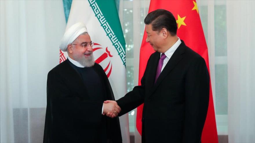 El presidente iraní, Hasan Rohani (izq.), y su par chino, Xi Jinping, reunidos en Biskek (Kirguistán), 14 de junio de 2019.