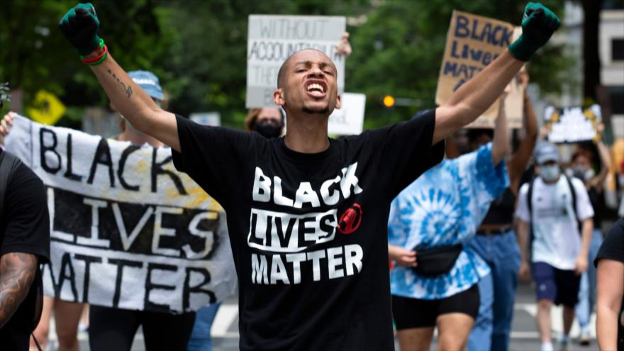 Vídeo: negro suplica a agente que no dispare a sus niños
