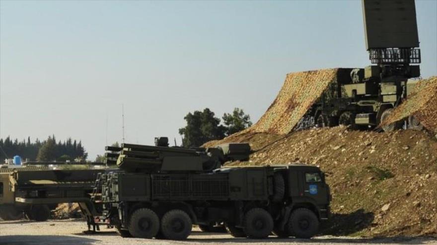 Sistema de defensa aérea Pantsir-S1 de Rusia desplegado en la base aérea de Hmeimim, sita en la provincia siria de Latakia (oeste).