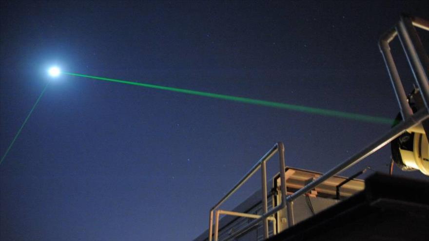 La radiación láser reflejada en la Luna desde el Centro de Vuelo Espacial Goddard de la NASA en Maryland, EE.UU. (Foto: NASA)
