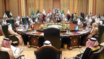 Catar se aleja del CCG y alaba sus buenas relaciones con Irán