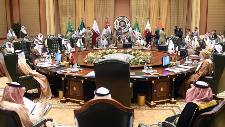 Ministros de Exteriores del Consejo de Cooperación del Golfo (CCG) durante una reunión en Kuwait. (Foto: Reuters)