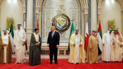 Zarif: EEUU recurre a títeres para extender embargo de armas a Irán