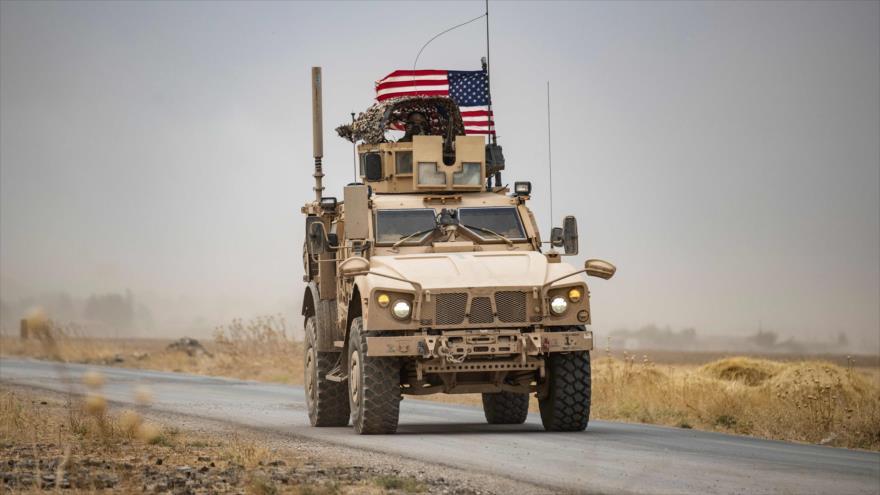Vehículos militares estadounidenses cerca de la ciudad de Al-Hasaka (noreste de Siria), 1 de julio de 2020. (Foto: AFP)