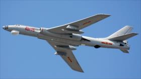 Pekín despliega un bombardero pesado en mar de la China Meridional