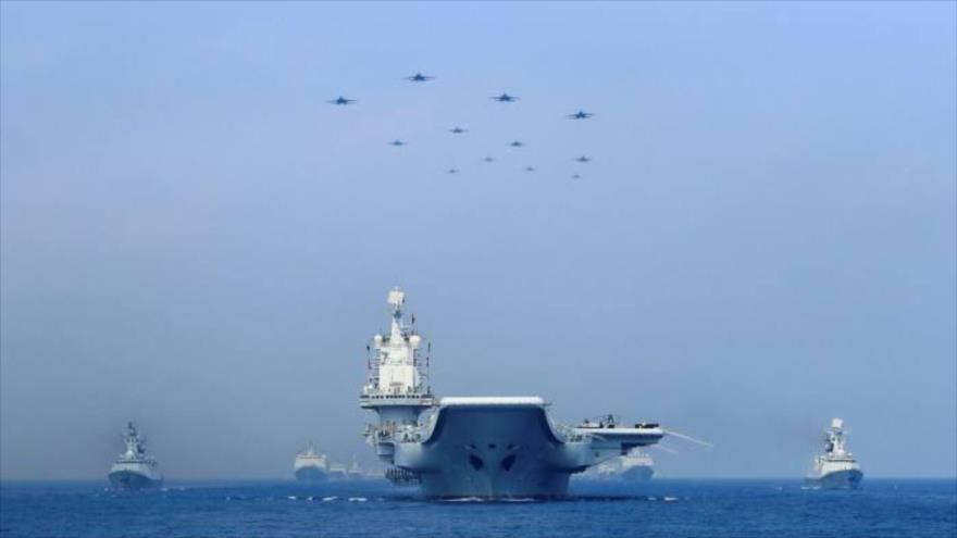 Un ejercicio militar chino en el mar de la China Meridional en 2018. (Foto: Reuters)