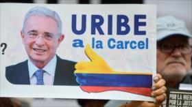 Corte de Colombia pide al Senado suspender a Uribe de su cargo