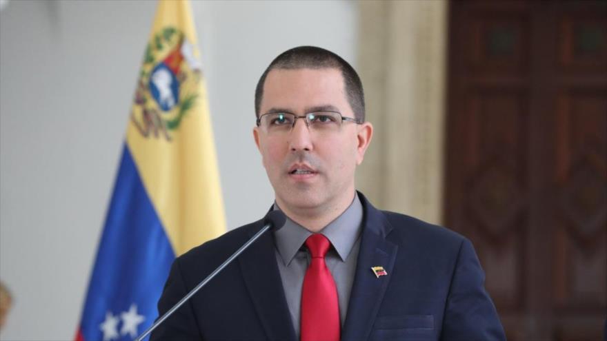 El canciller venezolano, Jorge Arreaza, ofrece una rueda de prensa en Caracas, capital de Venezuela.