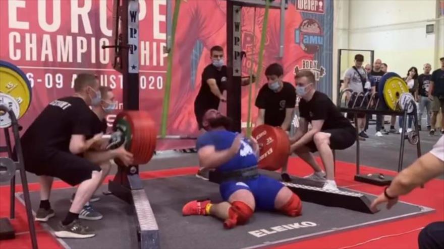 Vídeo: Halterófilo ruso se le rompe ambas rodillas en competición