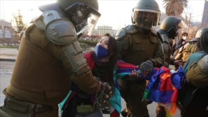 Carabineros de Chile reprimen protesta en apoyo a líder mapuche