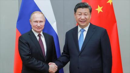 China y Rusia limitan dólar en negocios en una alianza financiera