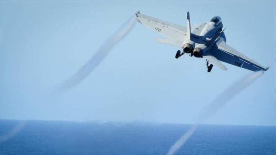 Un caza F/A-18 de EE.UU. despega desde portaviones USS Nimitz. (Foto: Reuters)