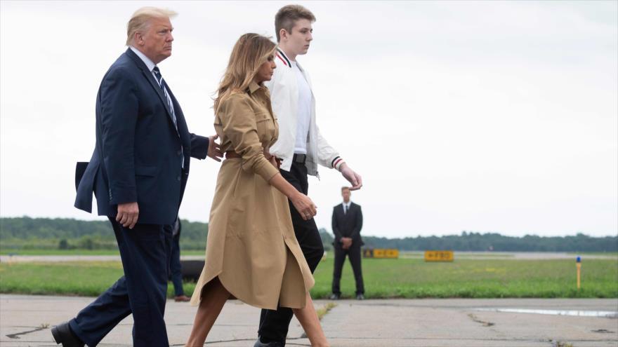 Vídeo: Melania vuelve a negarse a darle la mano a Donald Trump