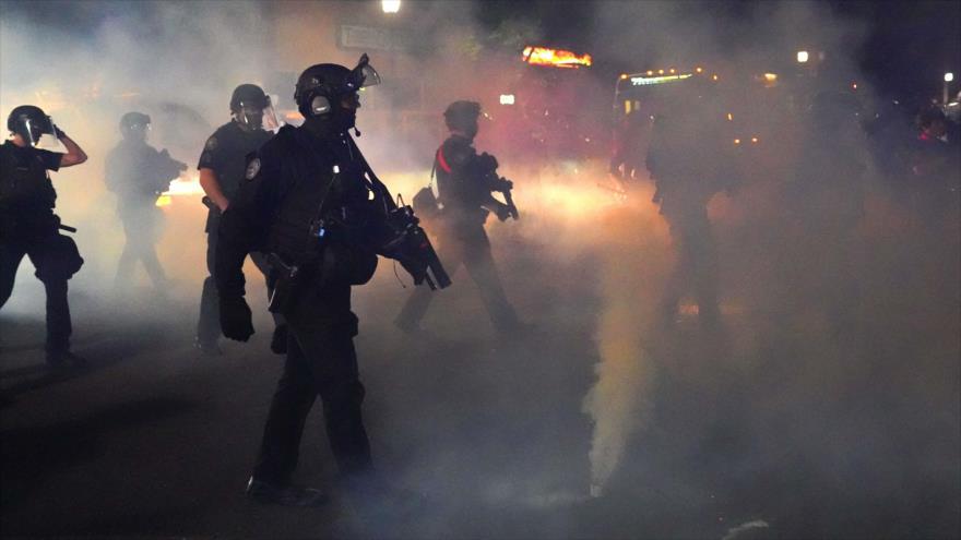 Policía declara disturbios en Portland en 80.ª noche de protestas | HISPANTV