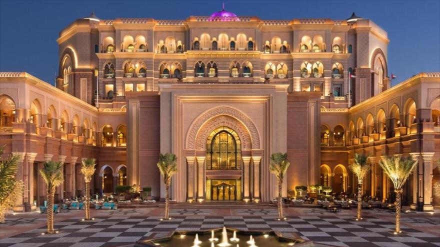 Vean el lujoso hotel emiratí que alberga al emérito rey de España | HISPANTV