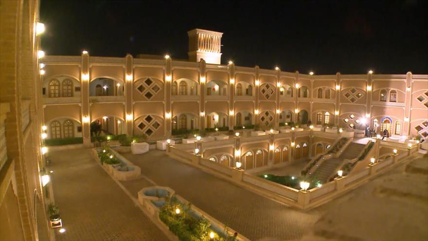 Irán: 1- Hoteles y alojamientos de Yazd 2- El mundo de los niños 3- Comidas y dulces de Kermanshah